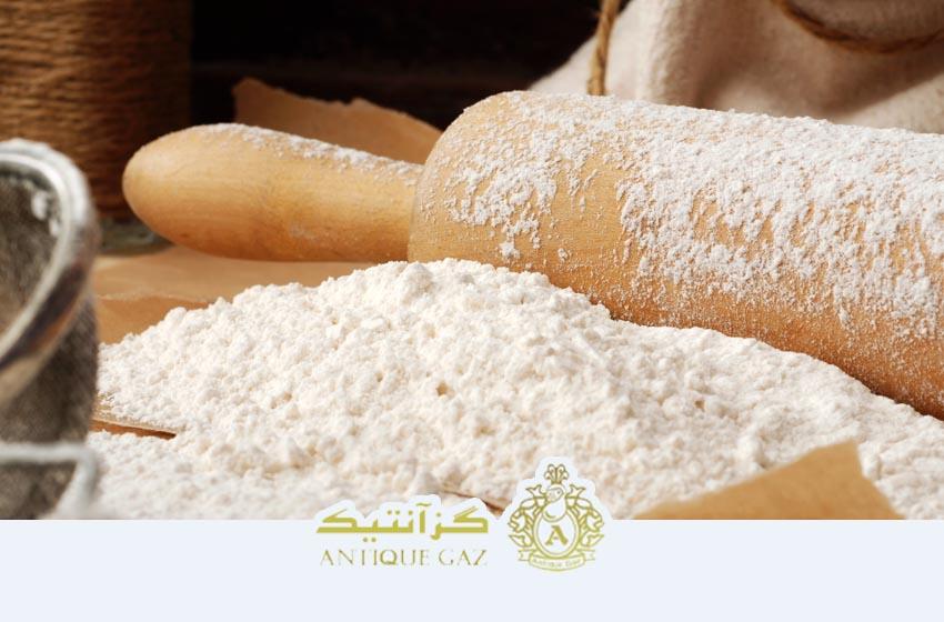 آرد سفید بعنوان یکی از مواد سوهان